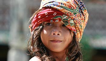Viajes a Indonesia - Niño en Borneo